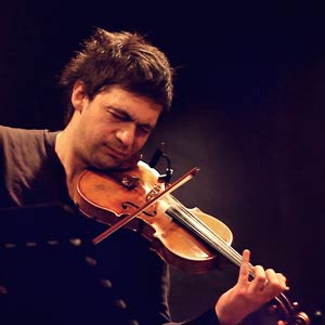 Saša Lazarević playing the violin